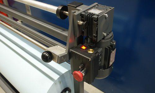 Rollermatic wikkelapparaten waarbij een spindel gewikkeld wordt met wasdoek, en vervolgens gebruikt wordt in de automatische rubberdoek wasinrichting.